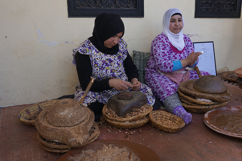 photoblog image Making Argan Oil, the traditional way
