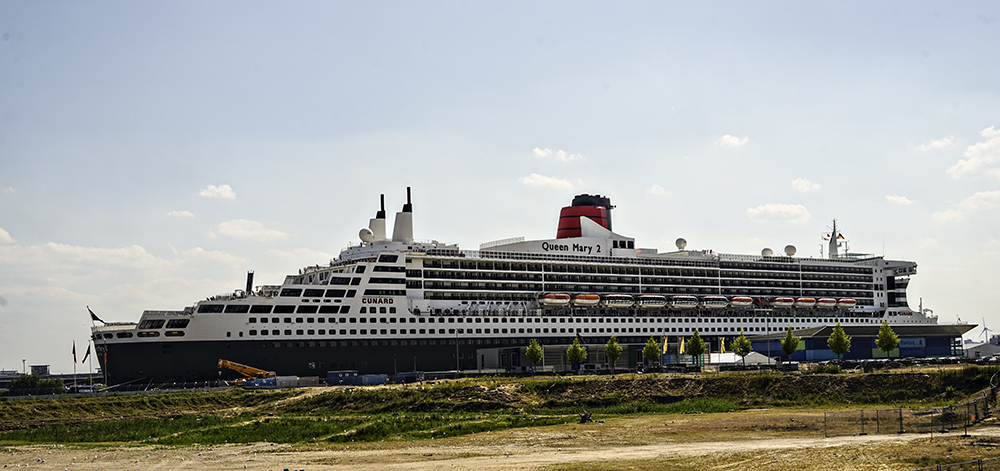 photoblog image Life on the Queen Mary II